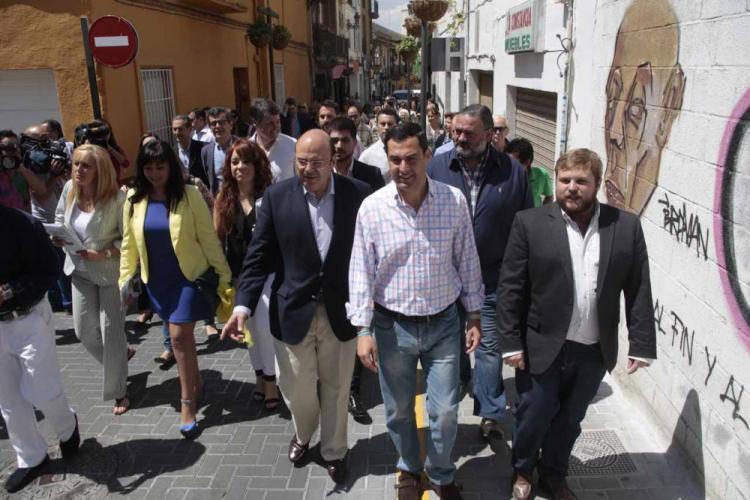 El líder del PP-A en su visita a Maracena durante la campaña.