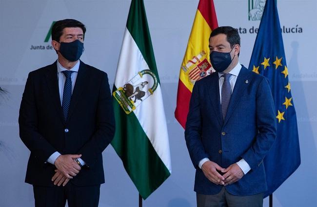 El presidente de la Junta, Juanma Moreno, con el vicepresidente, Juan Marín, en un acto este miércoles.