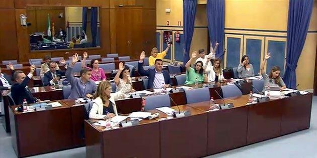 Votación en la Comisión de Fomento y Vivienda del Parlamento andaluz.