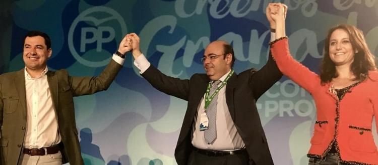 Sebastián Pérez, con Andrea Levy y Juan Manuel Moreno, al ser reelegido presidente.
