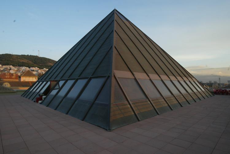 La pirámide de la sede, uno de los emblemas de la EASP.