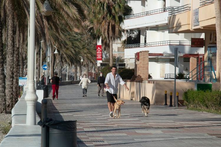 Paseo marítimo de Castell de Ferro, donde ya se podía pasear sin horarios.