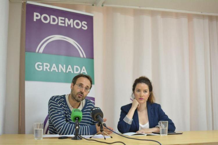 Alberto Matarán con Ana Terrón en rueda de prensa.