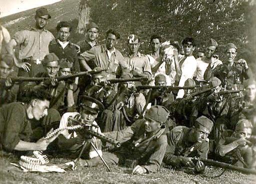 Probable foto de la Agrupación Guerrillera Granada, tras ser recompuesta por Roberto.