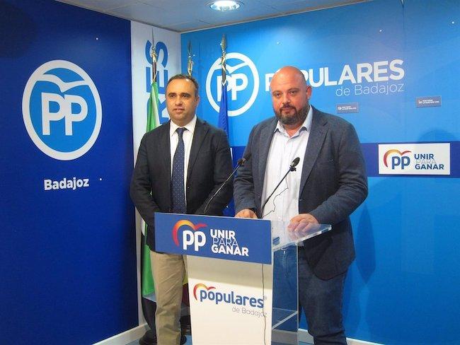 Los presidentes provinciales del PP de Badajoz y Granada, en rueda de prensa .