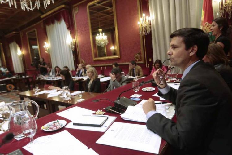 Francisco Cuenca ha presidido este lunes el primer pleno ordinario como alcalde de Granada.