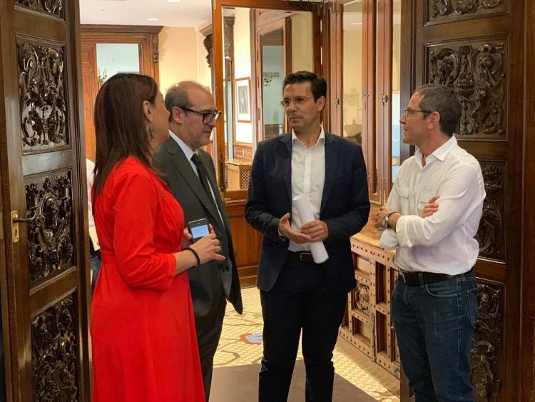Cuenca conversa con Fernández Madrid, Ruz y Corpas.