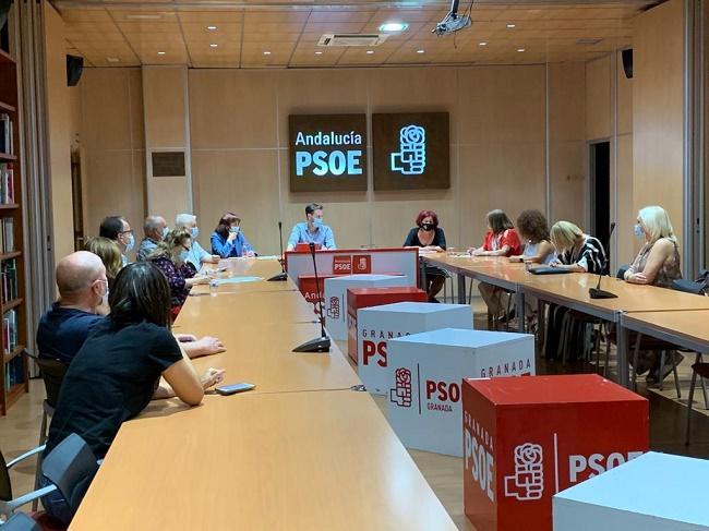 Imagen de la reunión con representantes del sector.
