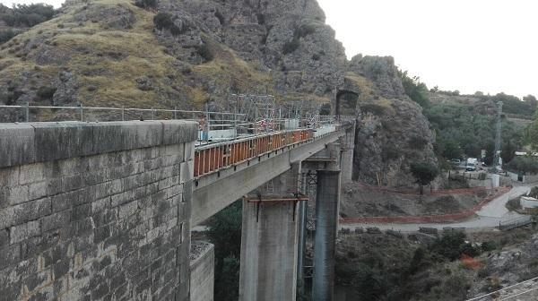 Obras en el viaducto de Puentequebrada.