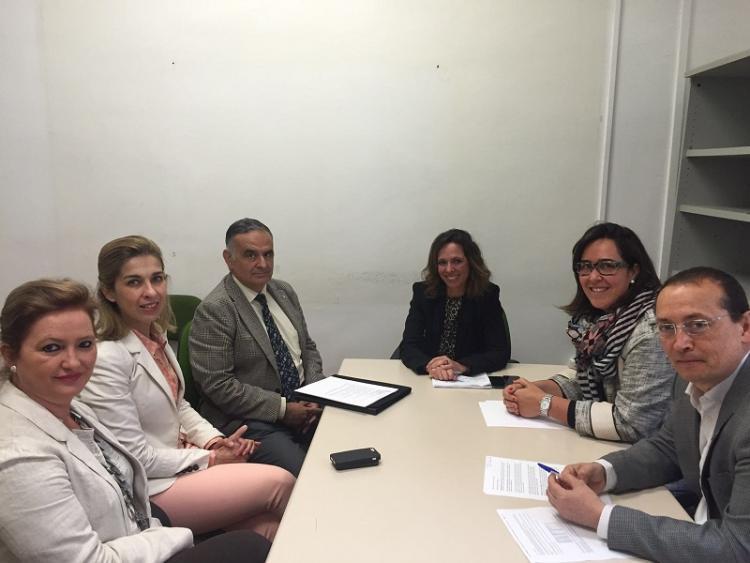 Ediles del PP con los representantes del Foro de la Familia.