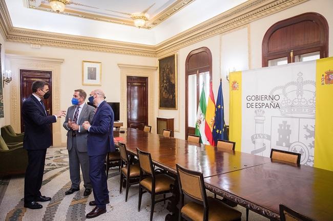 Reunión de Pedro Fernández con los representantes del Colegio de Abogados.