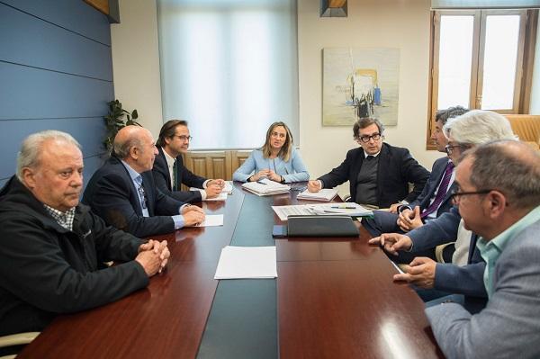 La consejera de Fomento con vecinos y comerciantes de Camino de Ronda.