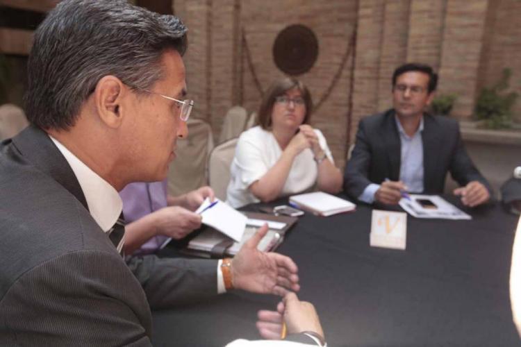 Salvador durante la reunión con los socialistas.