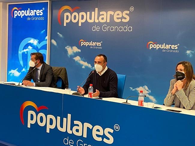 De derecha a izquierda, Rocío Díaz, Francisco Rodríguez y Antonio Granados.