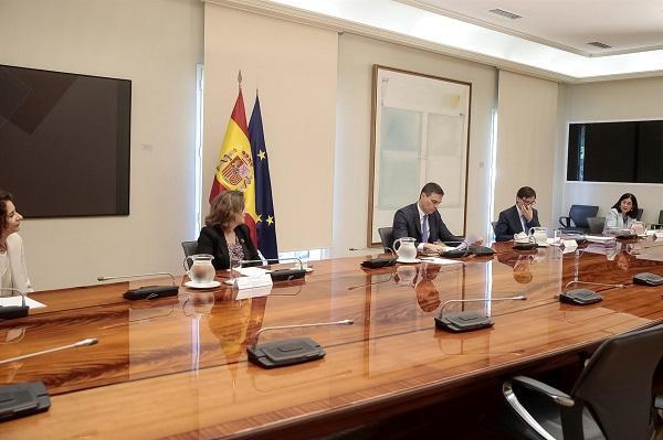 Reunión de Pedro Sánchez y varios de sus ministros con los presidentes autonómicos.