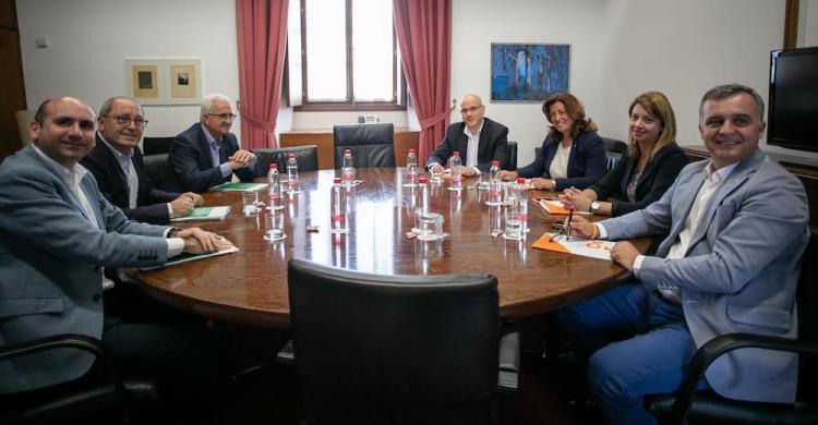 Mesa negociadora celebrada este lunes entre el PSOE-A y Ciudadanos.