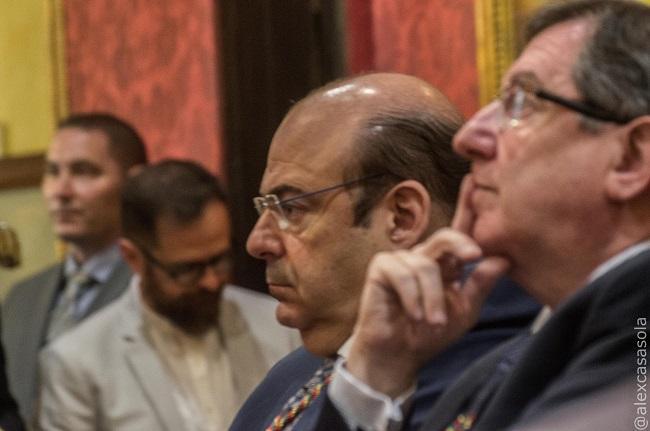 Sebastián Pérez y Luis González, en la bancada del PP.