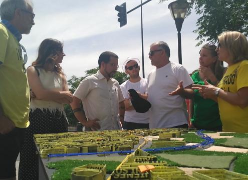 Terrón y Pascual atienden a los afectados por el no soterramiento del AVE.