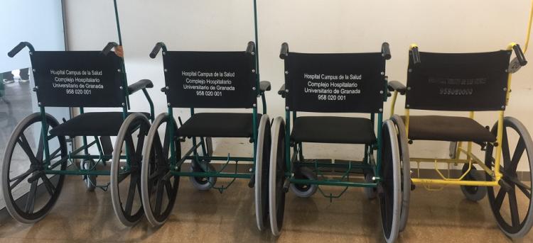 Sillas de ruedas en la entrada de las urgencias del Hospital del PTS.