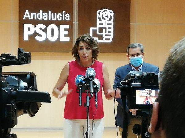 Susana Díaz, con José Entrena, este martes en la sede del PSOE de Granada.