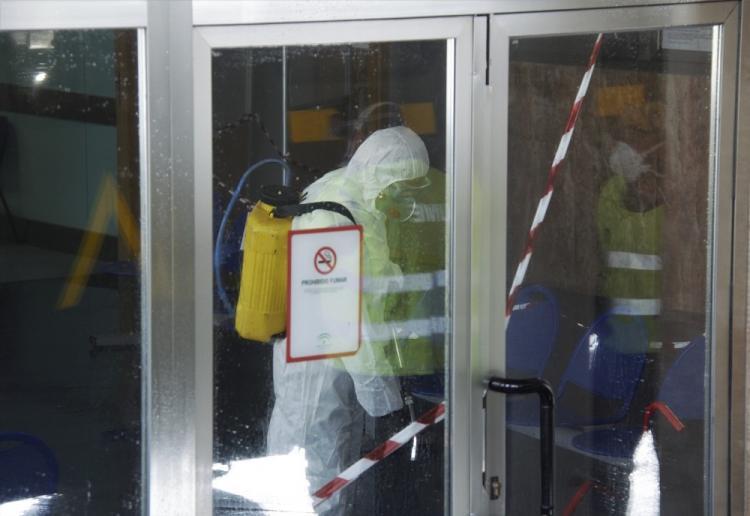 Imagen de las tareas de desinfección a cargo de la UME, durante la primera oleada, del Hospital de Motril.