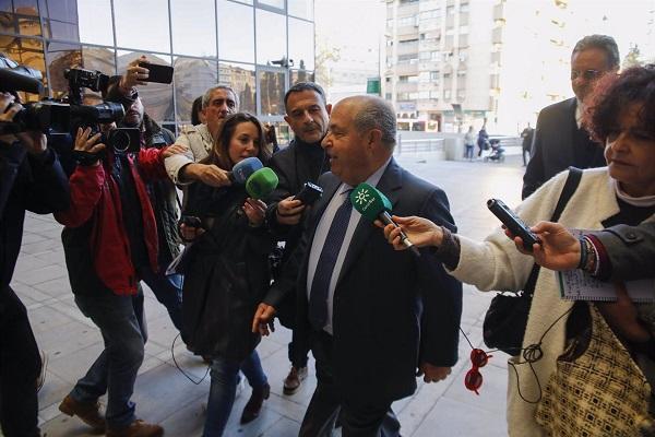 Torres Hurtado, a su llegada a los Juzgados de la Caleta.
