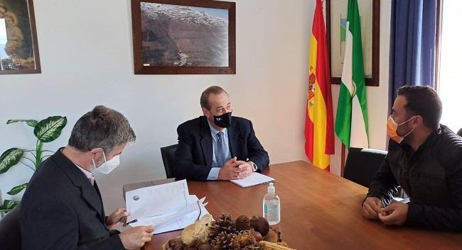 Reunión de representantes de la Junta con el Ayuntamiento de Trevélez.