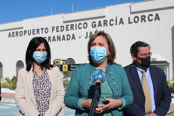 La delegada del Gobierno, Sandra García, junto a López Calahorro y Pepe Entrena.