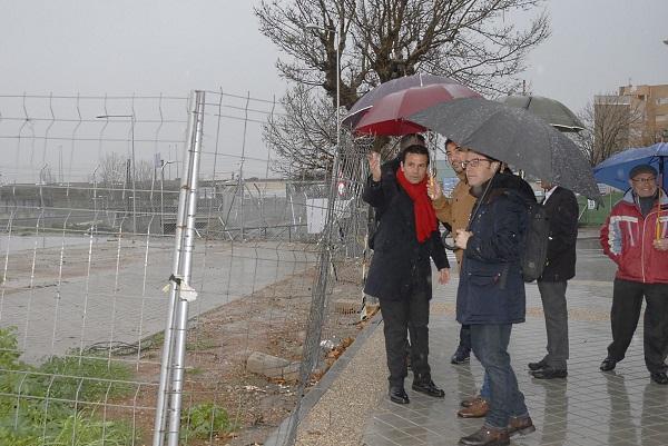 El alcalde, con los concejales de Participación y Urbanismo, en su visita a La Chana.