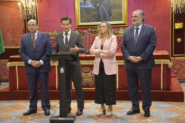 Luis Salvador, durante su intervención en la visita de la consejera de Fomento, Infraestructuras y Ordenación del Territorio, Marifrán Carazo.