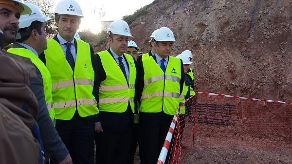 Sebastián Pérez junto al ministro De la Serna en una visita a las obras del AVE en Loja.