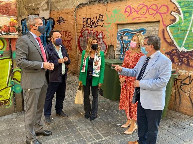 Concejales del PP en su visita a Plaza Nueva.