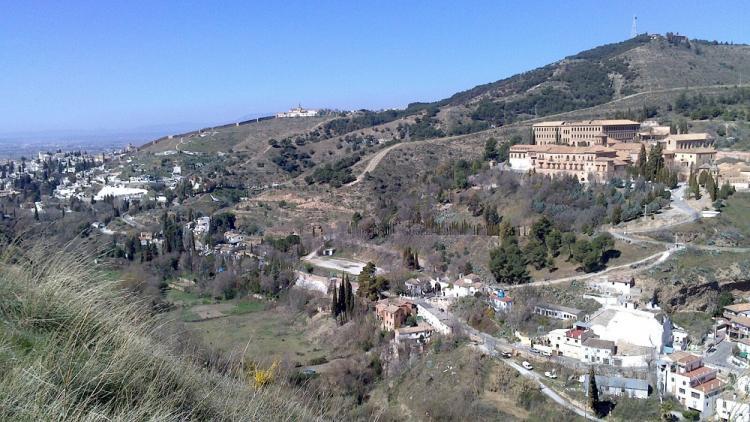 Vista del Valle del Darro, con la Abadía del Sacromonte en primer término.
