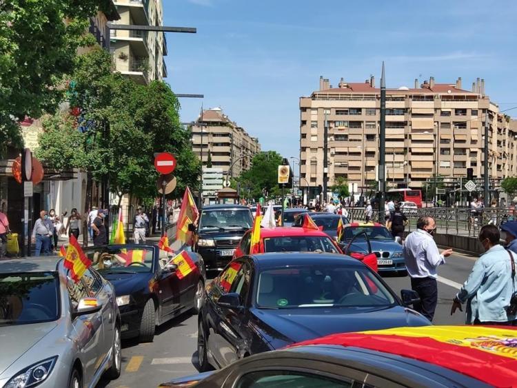 Foto de la Caravana a la salida de La Caleta.