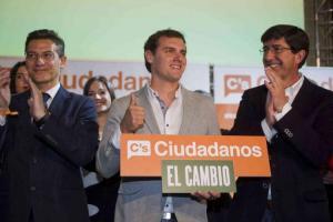 Luis Salvador, Albert Rivera y Juan Marín, en un acto de campaña de las municipales de 2015.