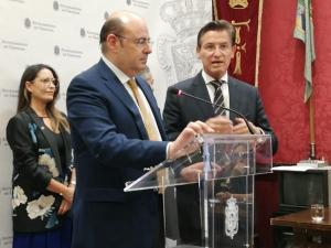 Sebastián Pérez y Luis Salvador cuando comparecieron para evaluar los cien primeros días de gobierno municipal.
