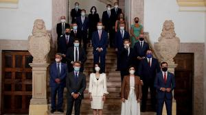 Los presidentes autonómicos, junto al rey y el presidente del gobierno en la reunión de San Millán de La Cogolla.