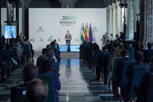 El presidente de la Junta, Juan Manuel Moreno, en la presentación del plan 'Andalucía en marcha'.