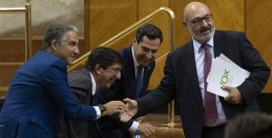 Saludo entre los líderes andaluces de PP, Ciudadanos y Vox.