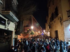 Manifestantes en apoyo a Hasél el miércoles por la noche en Granada.