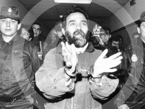 El histórico sindicalista Rafael Navarrete, conducido esposado a los Juzgados por defender los derechos laborales del Gremio del Metal.