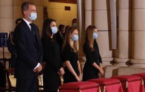 Los Reyes, la Princesa de Asturias y la Infanta Doña Sofía asisten a la eucaristía por las víctimas de la COVID-19.