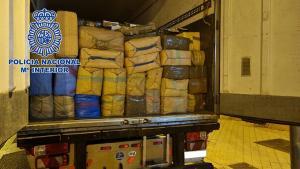 Fardos de hachís en el remolque del camión, en Atarfe.
