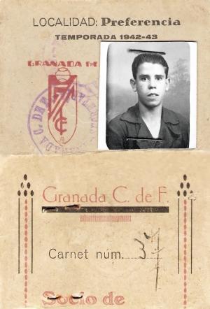 Carné de socio del Granada Club de Fútbol del abuelo del autor, Antonio García López (temporada 1942-1943).