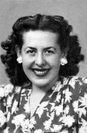Concepción Labrac López, tía abuela del autor, fotografiada a los 24 años, en octubre de 1947, solo un mes después de las fiestas que han inspirado esta Leyenda.