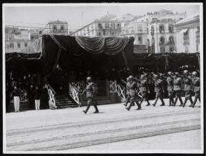 Desfile de las tropas italianas tras la ocupación de Málaga.