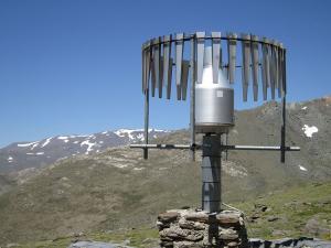 Uno de los elementos de la estación meteorológica del Poqueira.