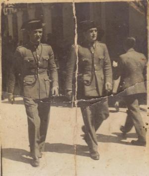 José Jiménez Toro, a la derecha, patrullando con su uniforme de la Guardia Civil en Cataluña (1934-1936).