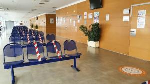 Sala de espera en el Hospital de Loja.