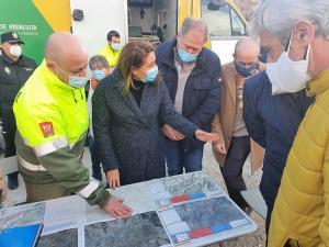 Carmen Crespo, este martes por la tarde, en su visita al puesto de mando avanzado que ha coordinado la extinción.